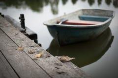 Jesieni wioślarska łódź Zdjęcia Stock