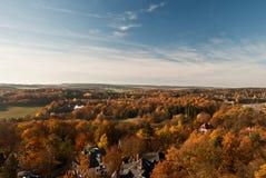 Jesieni wsi panorama od punktu obserwacyjnego na Barenstein wzgórzu w Plauen Obrazy Stock