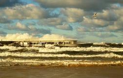 Jesienna burza nad morzem bałtyckim, Kolobrzeg, Polska obrazy royalty free