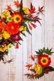 Jesienni kwiaty i jagody Obraz Stock