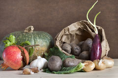 Jesienny żniwo, organicznie warzywa i owoc, Zdjęcia Royalty Free