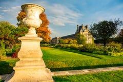 Jesienny Paryż, Tuileries ogród - obrazy stock