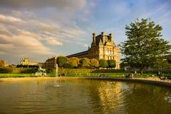 Jesienny Paryż, Tuileries ogród - zdjęcie royalty free
