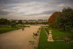 Jesienny Paryż, Tuileries ogród - fotografia stock
