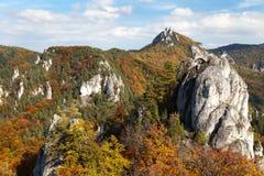 Jesienny widok od Sulov skalistych gór - sulovske skaly obraz stock