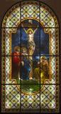 Jesús en la cruz - cristal de una ventana Imágenes de archivo libres de regalías