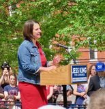 Jess King geeft toespraak stock fotografie
