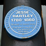 Jesse Hartley Blue Plaque på Albert Dock i Liverpool arkivfoton
