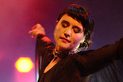 Jessica Lois, Jessie Ware, un chanteur-compositeur britannique, exécute au festival 2013 de bruit de Heineken Primavera photos libres de droits