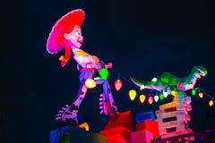Jessie顶视图在苗条的狗破折号过山车的女牛仔和雷克斯恐龙在华特・迪士尼世界地区的好莱坞演播室 库存图片