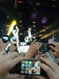 Jessie J en Bedgebury Manos y teléfonos 2014 Imagen de archivo libre de regalías