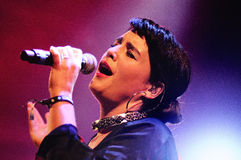 Jessie Ware, een Britse zanger-songwriter, presteert bij het Correcte 2013 Festival van Heineken Primavera Stock Afbeelding