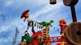 Jessie y Rex en Toy Story Land en los estudios del ` s Hollywood de Disney Foto de archivo