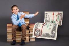 jest edukacja starego odizolowane pojęcia Młody biznesmen mówi jak i demonstruje Fotografia Stock