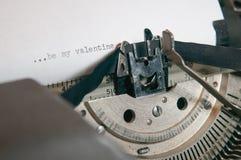 JEST MÓJ walentynek typ NA STARYM ANTYKWARSKIM maszyna do pisania Obraz Stock