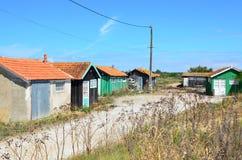 Jest usytuowanym ostriecole, Ostrygowy uprawia ziemię schronienie, Oleron, Charente Morski, Francja fotografia royalty free