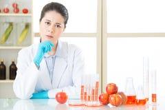 Jesteś ty ty pewny chcesz genetycznego modyfikaci jedzenie obraz stock