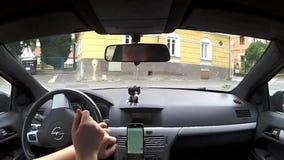 Jestrebi, república checa - 19 de agosto de 2017: conduzindo o carro Opel Astra H na vila Jestrebi no ` s de Macha aterre entre c video estoque