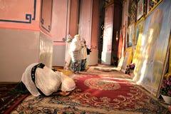JESUCRISTO ETÍOPE DE LA ADORACIÓN DE LOS PEREGRINOS EN JERUSALÉN DURANTE LA NAVIDAD Foto de archivo