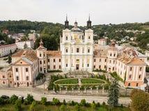 Εναέρια άποψη από τον κηφήνα στο μοναστήρι Jesuits και το σχολή, Kremenets, Ουκρανία στοκ εικόνα με δικαίωμα ελεύθερης χρήσης