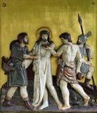 Jesus é descascado de seus vestuários, 10ns estações da cruz imagens de stock royalty free