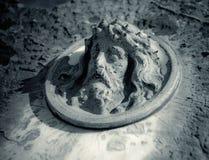 Jesus auf einem Grabstein Stockbild