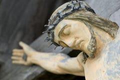 Jesus auf Kruzifix Stockfotografie