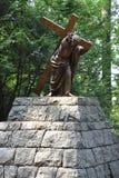 Jesus Carrying het Kruis bij het Nationale Heiligdom van onze Treurige Moeder de Grot in Portland, Oregon stock afbeelding
