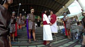 Jesus Christ a apporté au procès par les autorités romaines clips vidéos