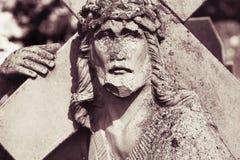 Jesus Christ Carrying o fragmento transversal da estátua foto de stock