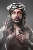 Jesus Christ con un alone di luce bianca sopra fondo grigio Immagine Stock Libera da Diritti