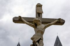 Jesus Christ crucificou o sculpure de pedra em Antuérpia em Bélgica Imagem de Stock