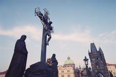Jesus christ kors på den carl bron i Prauge Arkivbild
