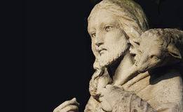 Jesus Christ - le bon berger (fragment de statue) Images stock