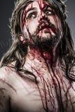 Jesus Christ mit Dornenkrone weiß auf dem Kreuz, Ostern herein Stockbilder