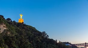 Jesus Christ monumentsolnedgång Lissabon Arkivfoton