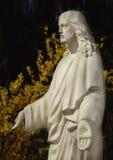 Jesus Christ mot mörk bakgrund Fotografering för Bildbyråer