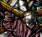 Jesus Christ que leva a cruz Fotografia de Stock Royalty Free