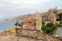 Jesus Christ rymmer den arga marmorstatyn för passion i Gaeta, sydliga Italien royaltyfri fotografi