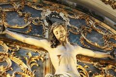 Jesus christ som korsfästas, med relikskrin Royaltyfria Bilder