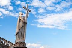 Jesus Christ staty med korset Gaeta Italien Royaltyfri Foto