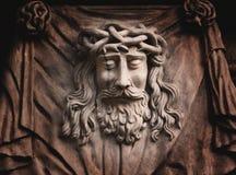 Jesus Christ staty mot en bakgrund av grå färgstenen Fotografering för Bildbyråer