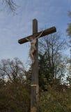 Jesus Christ sur la croix avec la photo de nuages Photos stock