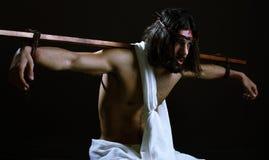 Jesus-Christus met Kruis dat aan zijn rug wordt vastgebonden Royalty-vrije Stock Afbeelding
