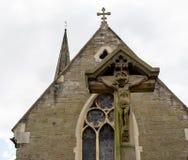 Jesus On Cross With Victorian kyrka i bakgrund Arkivfoto