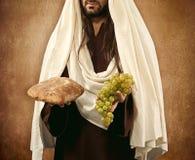 Jesus dá o pão e as uvas Fotos de Stock