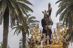 Jesus de Nazareth que leva a cruz de madeira, trono mais popular dentro Fotografia de Stock Royalty Free