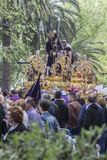 Jesus de Nazareth que leva a cruz de madeira, trono mais popular dentro Imagens de Stock