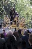 Jesus de Nazareth que leva a cruz de madeira, trono mais popular dentro Foto de Stock Royalty Free