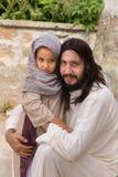 Jesus die aan een klein meisje spreken Stock Fotografie